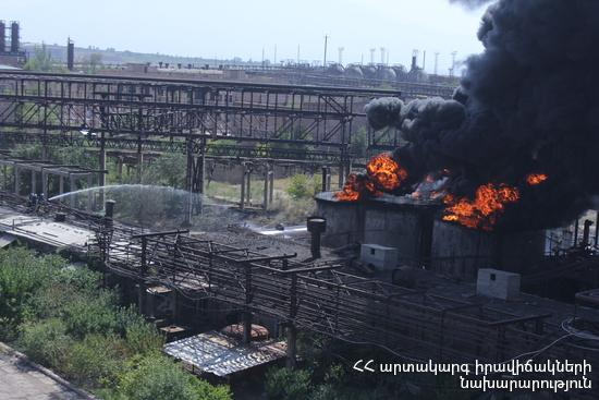 На территории охваченного пожаром химзавода «Наирит» в Ереване взяли пробы воздуха и воды