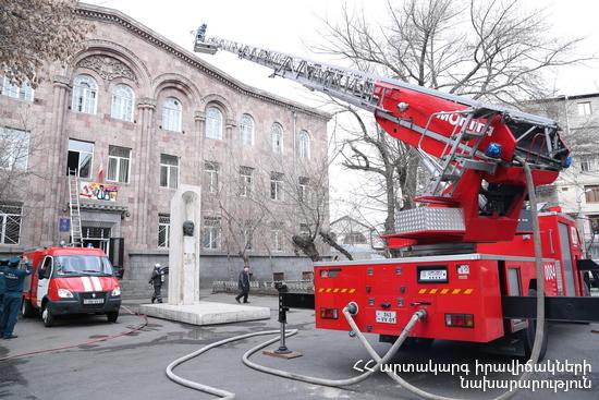 Пожар в общежитии в Ереване: эвакуированы 60 жильцов