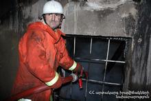 Пожар на одном из подземных автостоянок  Еревана: спасатели из дома эвакуировали около 80 жителей