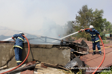 Fire on the roof of a house: there were no casualties