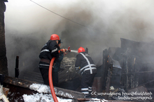 The rescuers extinguished the fire broken of the roof
