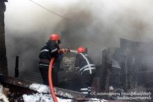 Спасатели потушили пожар, вспыхнувший на крыше