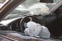 Ավտոմեքենան բախվել է ճանապարհի բաժանարար արգելապատնեշին