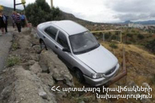 The rescuers removed the car to the roadway