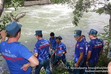 Спасатели вытащили труп из реки