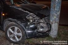 Մյասնիկյան պողոտայում ավտոմեքենան բախվել է էլեկտրական սյանը. կա տուժած