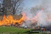 Пожарные-спасатели потушили пожары на травяных участках около 58.5 га