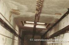 Спасатели вытащили гражданина из лифта