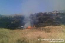 В поле возле автодороги Ацаван-Гарни сгорело около 25 га травяного покрова