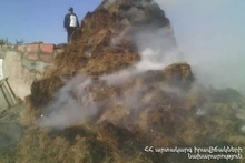 Сгорело около 800 тюков сена