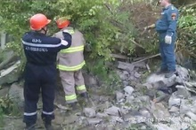 Two-storey residential house had collapsed near Kajaran base of Kapan town: rescuers took the corpses out from the debris