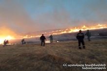 На горе неподалеку от села Алвар сгорело около 350 га травяного участка