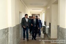 Feliks Tsolakyan visited rescuer Edgar Grigoryan who suffered from burns