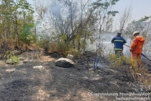 Firefighters extinguished fires broken out in grasslands with a total area of about 1.5 hectares