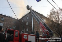 The fire caught on the roof of a building was extinguished: there were no casualties