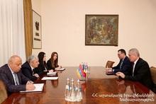 Феликс Цолакян принял новоназначенного Чрезвычайного и Полномочного посла Румынии Корнела Ионеску