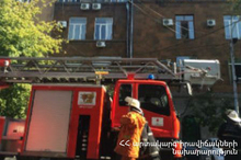 Fire in a house: rescuers carried the children out