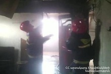 Rescuers extinguished the fire caught in a trailer-home