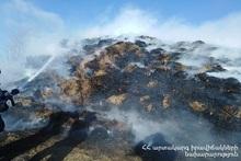 Сгорело около 2000 тюков сена