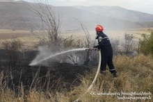 Firefighters extinguished fires broken out in grasslands with a total area of about 4 ha