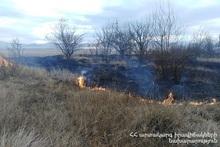 Пожарные-спасатели потушили пожары на травяных участках общей площадью около 10.6 га