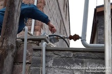 Rescuers closed the gas valve of the gas pipe