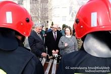 Посольство США в Армении подарило МЧС оборудование для пожаротушения