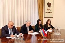 Феликс Цолакян принял чрезвычайного и полномочного посла Франции в Армении Джонатанa Лакотa