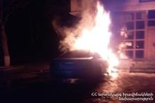 Спасатели потушили пожар, вспыхнувший в автомобиле