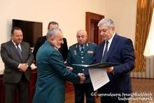 Президент РФ Владимир Путин наградил сотрудников МЧС