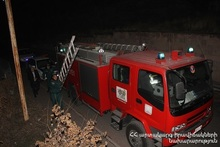 Citizen had thrown himself off Davtashen bridge: the rescuers moved the body to ambulance