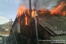 Частично сгорели деревянные конструкции крыши