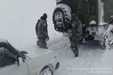Спасатели вытащили из блокировки 22 автомобиля