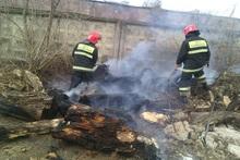 Пожарные-спасатели потушили пожары на травяных участках общей площадью около 4000 квадратных метров