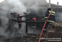 Спасатели вытащили из хлева животных с симптомами удушья дымом