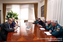 Министр по чрезвычайным ситуациям принял директора Союза компаний передовых технологий Карена Варданяна