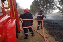 Firefighters extinguished fire broken out in grasslands with a total area of about 76.3 ha