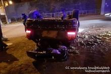 На проспекте Мясникяна перевернулся автомобиль: пострадавших нет