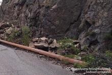 Камнепад на автодороге Ахтала-Шамлух