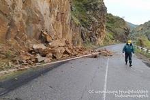Камнепад на автодороге Джермук-Вайк