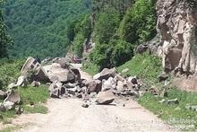 Спасатели осуществили искусственный камнепад