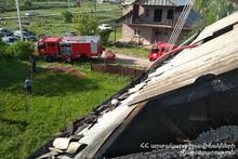Пожар на крыше нежилого дома