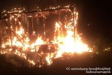 Сгорел деревянный домик: пострадавших нет