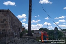 Rescuers dismantled the chimney pipe