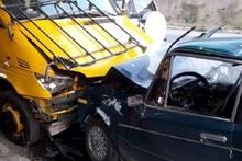 «ՎԱԶ-2106» մակնիշի ավտոմեքենան բախվել է կայանած ավտոքարշակին