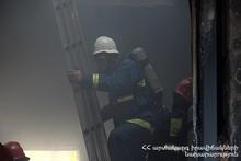Пожарные-спасатели предотвратили распространение пожара в близлежащие дома