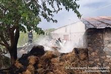 В селе Ринд сгорели тюки сена