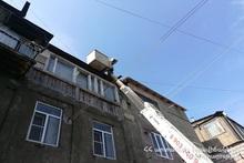 Спасатели убрали кирпичи с крыши