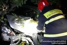 Спасатели обесточили автомобили