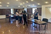Заместитель министра по ЧС Армен Арутюнян вручил дипломы выпускникам